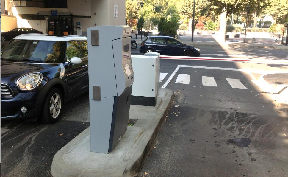 Stationnement payant désormais: la barrière d'entrée de la place place Camille Jouffray fonctionne…