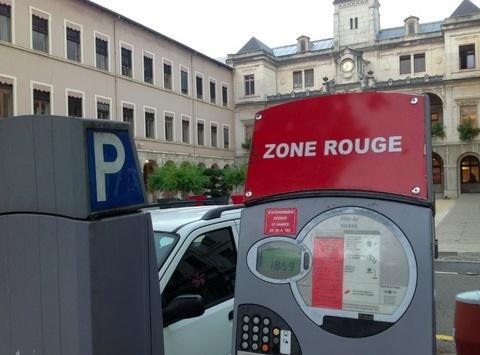 Stationnement: le conseil municipal vote une augmentation des amendes à 20 euros…