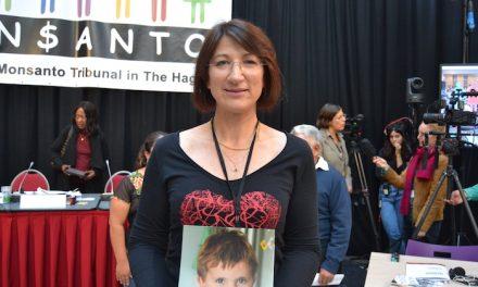 Sabine Grataloup, mère de Théo et dirigeante d'une entreprise viennoise,  annonce qu'elle attaque Monsanto
