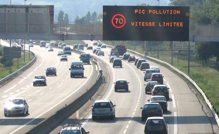Nouvelles mesures plus strictes en cas de pollutionde l'air à Lyon : la vignette Crit'air devient obligatoire