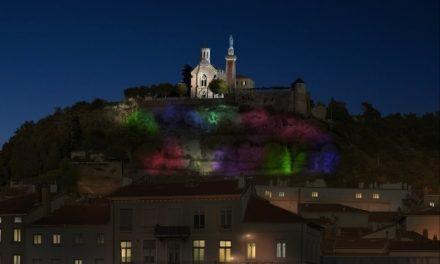 Dès le 8 décembre: visible de l'A7, un show lumineux permanent à partir de la colline de Pipet à Vienne…