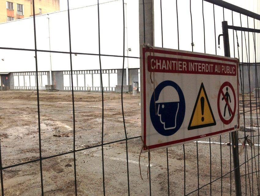 En vue de la construction de trois salles supplémentaires au cinéma Amphi: les fouilles préalables ont mis au jour une voie romaine…