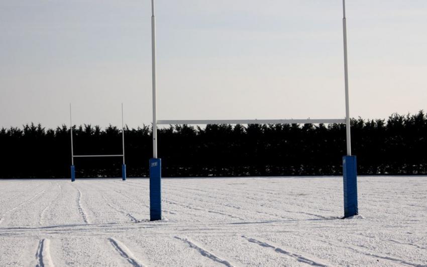 Trente centimètres de neige sur la pelouse: le match du CS Vienne Rugby à Suresnes reporté