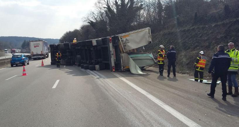 Jusqu'à 8 km de bouchons sur l'A7: un poids-lourd se retourne entre Chanas et Vienne