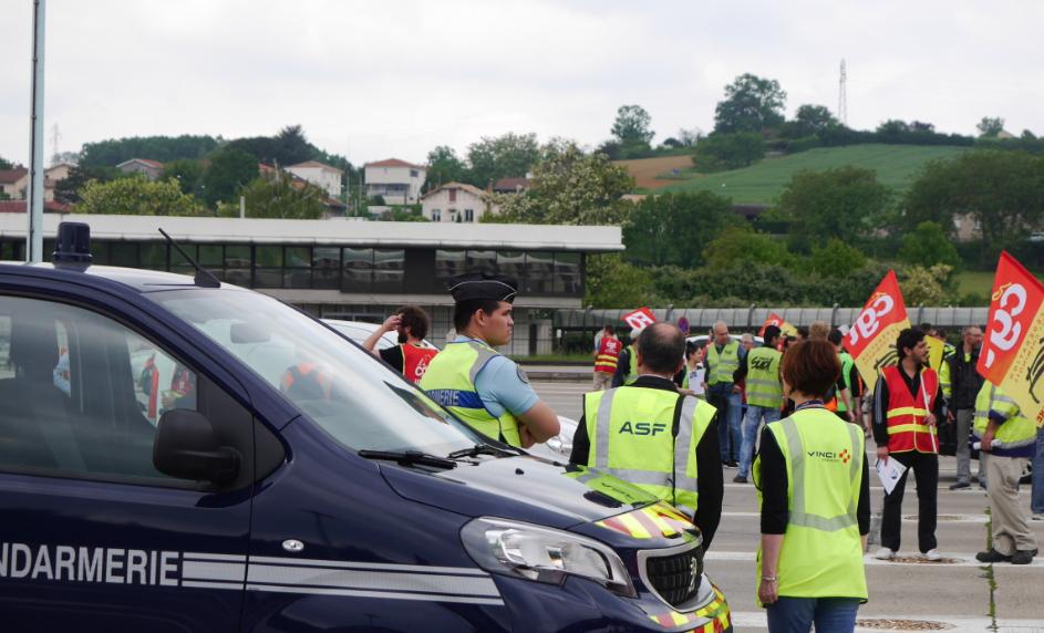 Près de 200 cheminots ont mené une opération «péage gratuit» à Reventin