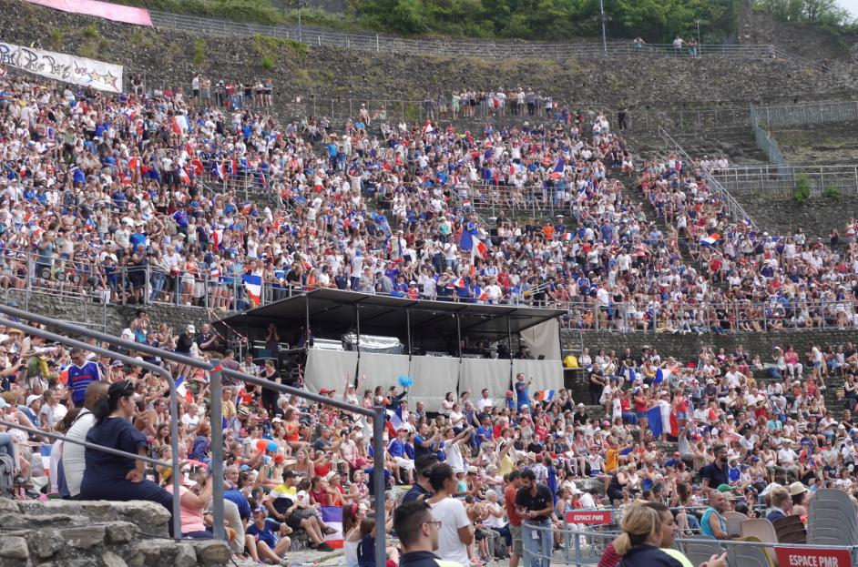 2 000 cours Brillier, 5 000 au théâtre antique: un grand moment bleu de ferveur collective