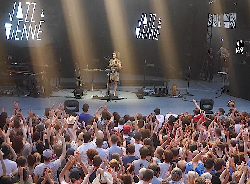 Plus de 7 500 festivaliers  pour Imany à Jazz à Vienne : show devant!
