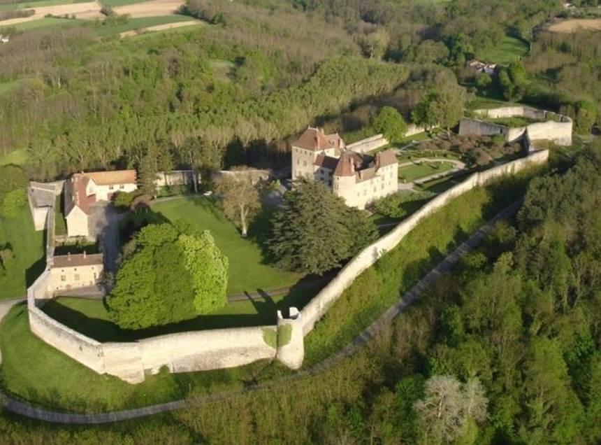 Idée de sortie: repris par Blandine et Benoît Deron, le château de Septème désormais ouvert au public…