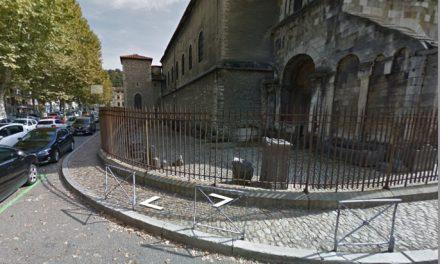 La chaussée s'affaisse à Vienne laissant apparaître des ossements en centre-ville