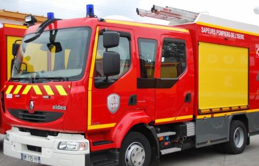 Une fuite détectée: un camion-citerne chargé de gasoil se renverse à Saint-Clair-du-Rhône
