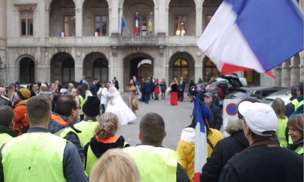 Gilets jaunes: de 6 à 700 manifestants dans les rues de Vienne qui se dissocièrent en deux cortèges…