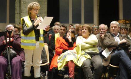 Le grand débat a réuni plus de 300 personnes à la salle-des-fêtes: bouillonnant