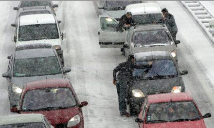 Du fait des fortes chutes de neige: l'autoroute A 48 coupée entre Bourgoin-Jallieu et Grenoble