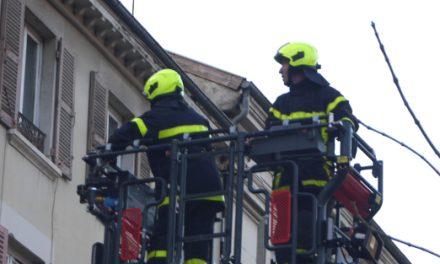 Intense fumée noire, grande échelle: spectaculaire incendie dans le centre de Vienne