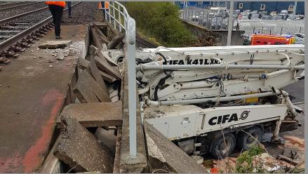 Un camion s'encastre sous un pont à Roussillon : le conducteur décède, le trafic des trains interrompu jusqu'à 22 h