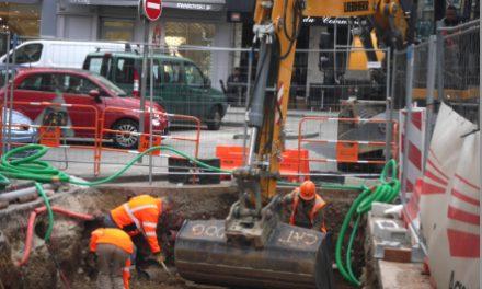 Les travaux ont démarré pour neuf semaines: 4 conteneurs enterrés installés place de Miremont à Vienne