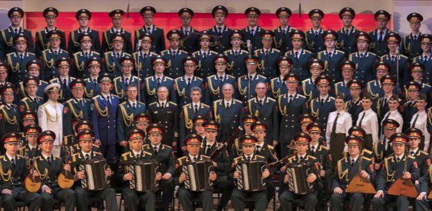Les choristes et musiciens du chœur de l'armée rouge, lundi, salle du  Manège à Vienne