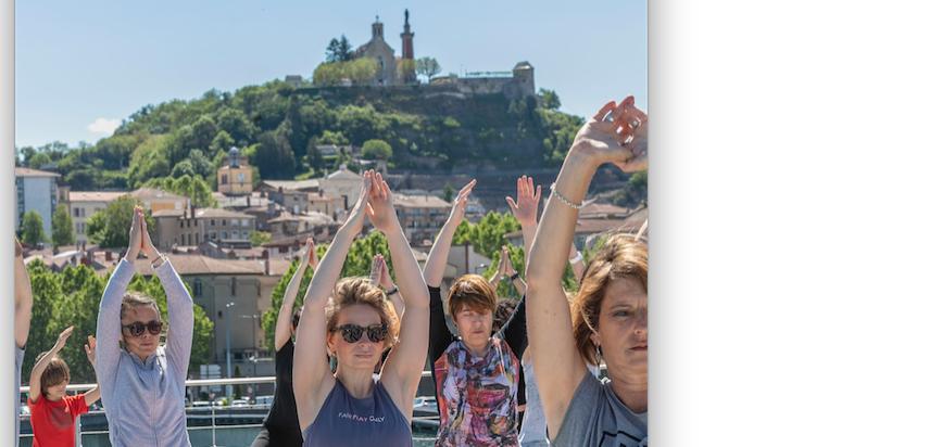Yoga Géant sur le toit du musée de Saint-Romain-en-Gal : 170  suspendues entre ciel et terre
