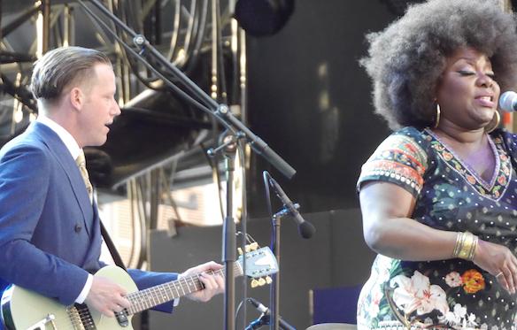 La quotidienne TV de Jazz à Vienne : le concert d'ouverture devant 3 000 festivaliers, les coulisses, Cybèle…