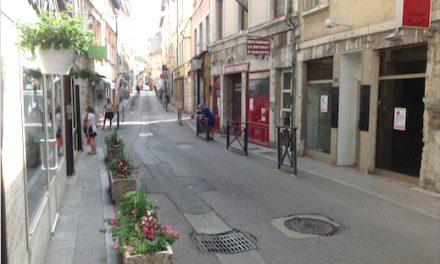 La rue Boson à Vienne sur le mode braderie, vendredi et samedi