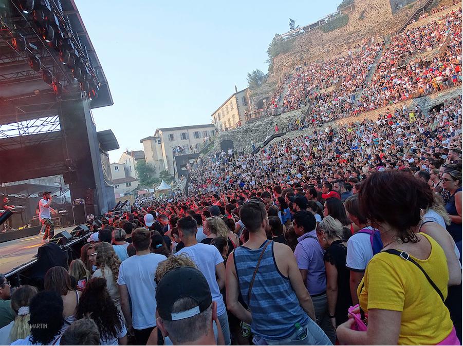 Retour en images sur les Authentiks : 6 500 festivaliers en transe au théâtre antique pour BigFlo & Oli, and co…