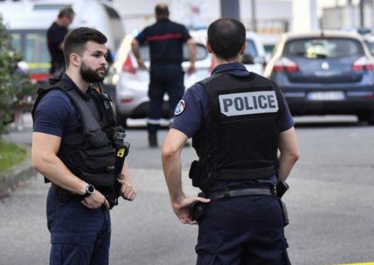 Une attaque au couteau par un demandeur d'asile afghan fait un mort et huit blessés à Villeurbanne.
