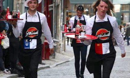 Une tradition remise au goût du jour demain mercredi à 14 h, à Vienne : la course des garçons de café…