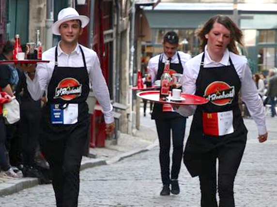 Parcours de 450 m, plateau en main : le 18 septembre, Vienne renoue avec la course des garçons de café