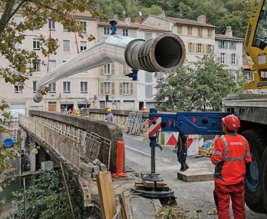 1,275 million de m3 d'eau économisés : le dernier tronçon de la conduite Bonna posé ce matin à Vienne
