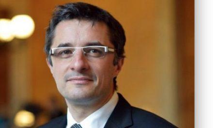 Tête d'une liste de gauche, l'ancien député Erwann Binet se lance dans la bataille des municipales à Vienne