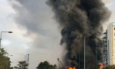 Grand panache de fumée noire sur Villeurbanne : une pépinière d'entreprises en feu