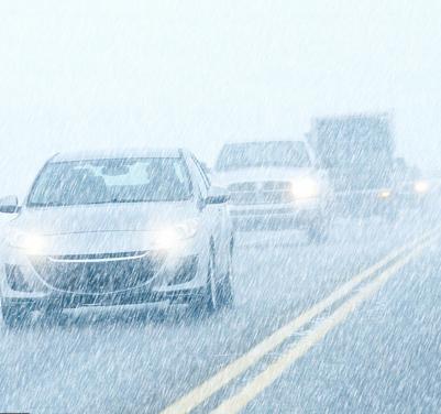Chutes de neige en Isère : un homme décède, 20 000 foyers privés d'électricité, trains et bus bloqués…