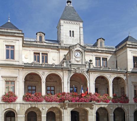 Echos de campagne, Municipales Vienne 2020 :  meetings, Journée de la femme, et permanence taguée
