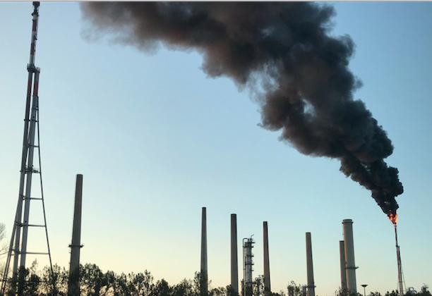 Raffinerie de Feyzin : panaches de fumée noire et nuisances sonores attendus pendant 7 semaines…