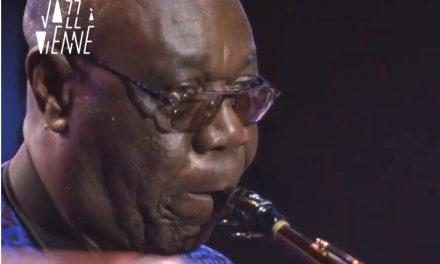 Il vient de décéder du coronavirus : in memoriam, le dernier concert, de Manu Dibango en 2019 à Jazz à Vienne