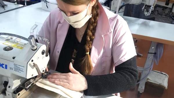 De la pénurie à la surproduction ? 45 entreprises fabriquent des masques en Auvergne-Rhône-Alpes, les invendus s'accumulent…