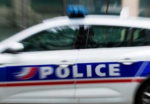 A Vienne : le conducteur grille le feu rouge dans le quartier de l'Isle et percute une voiture de… police