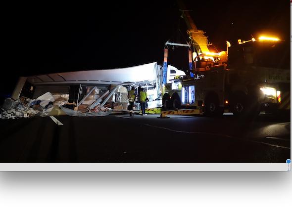 Spectaculaire accident ce matin sur l'A7 dans la Drôme : le poids-lourd déverse sa cargaison sur les 3 voies