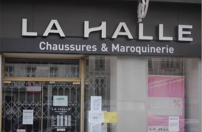 """La magasin """"La Halle"""" place de l'hôtel-de-ville à Vienne a définitivement baissé le rideau"""