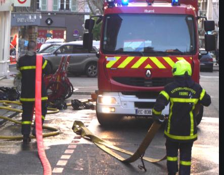 Incendie cette nuit rue Boson à Vienne, des flammes, mais pas de blessé