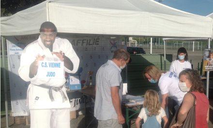 Cette année en plein air pour cause d'épidémie, le Salon des sports de Vienne fait le plein