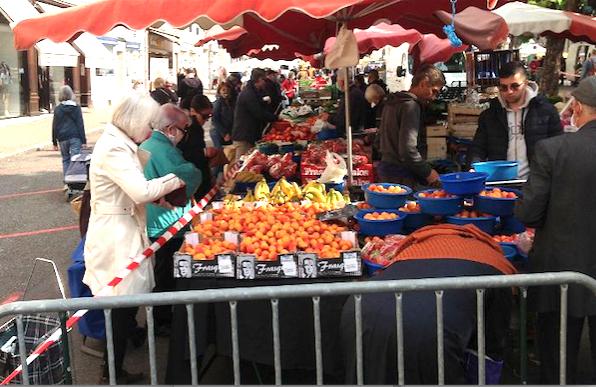 Reconfinement : le marché de Vienne maintenu demain samedi, mais… ; les magasins qui restent ouverts…