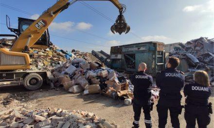 Les douaniers détruisent plus de 37 000 contrefaçons, saisies lors d'un contrôle sur l'A7 à hauteur de Vienne