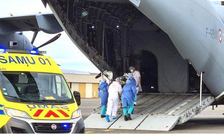 Quatre patients Covid d'Auvergne-Rhône-Alpes transférés de Lyon à Nantes à bord d'un avion militaire