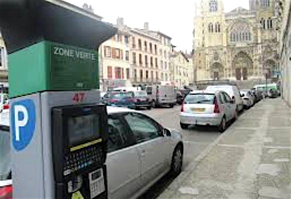 Stationnement, services publics, etc. : ouverts ou fermés, ce que change le reconfinement à Vienne