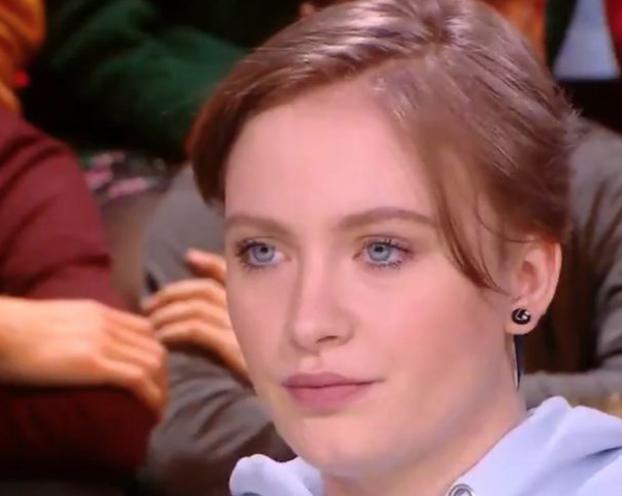 """Face à…Didier Raoult : la nord-iséroise Mila, 17 ans, élue """"grande gueule de l'année"""" par les auditeurs de RMC"""