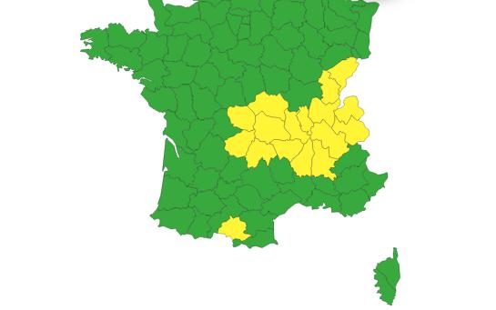 L'Isère et le Rhône placés en alerte jaune par Météo France : le retour de la neige et du verglas sur les hauteurs
