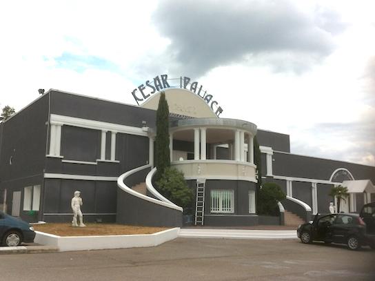 César Palace à Grenay : prison requise contre la gérante et son frère suspectés de soirées clandestines