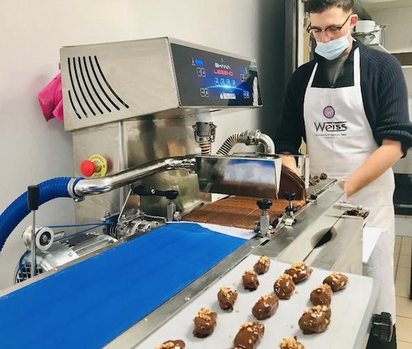 3ème confinement : des chocolatiers aux services funéraires, quels magasins peuvent rester ouverts ?
