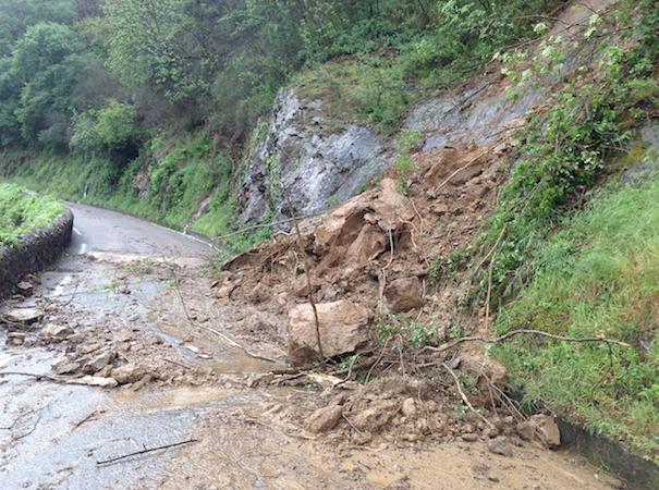 Plus de 100 mm de pluie enregistrés à Vienne : routes et caves inondées, éboulements en nombre